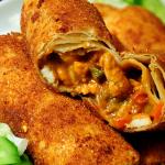 Recept: gepaneerde tortilla's met kipsaté vulling