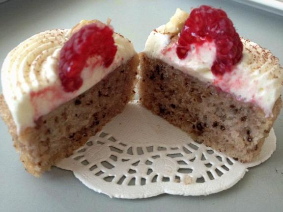 recept-walnotencake-met-framboos-en-monchou-topping