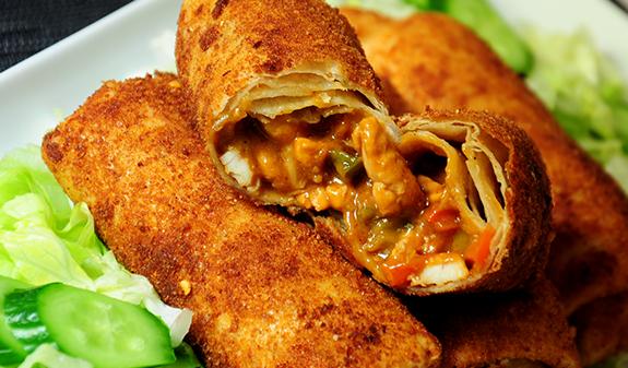 gepaneerde-gefrituurde-tortilla-bladeren-met-kipsate-vulling-hapje-snack_1_zps3c3c1d91