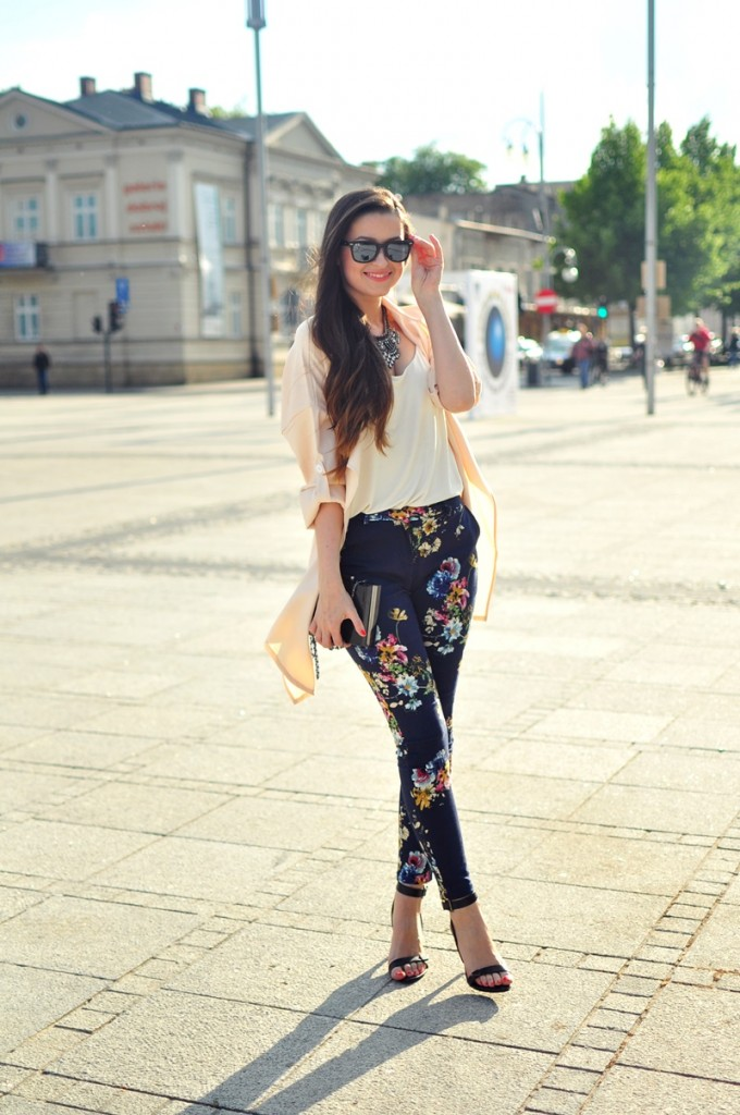 floral-printed-pants-with-trench-coat-bmodish
