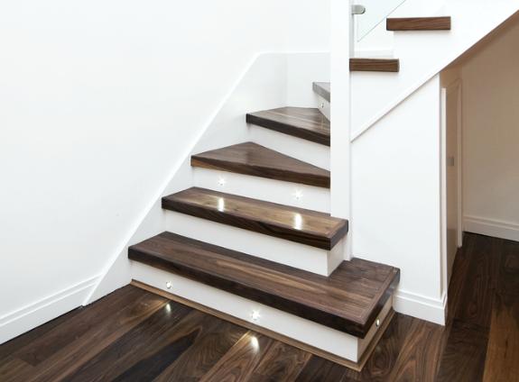 Verander je trap in een eyecatcher met LED trapverlichting ...