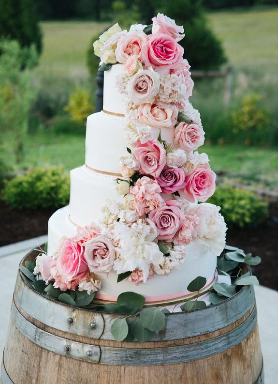 bruidstaart-rozen-wit-romantisch-2