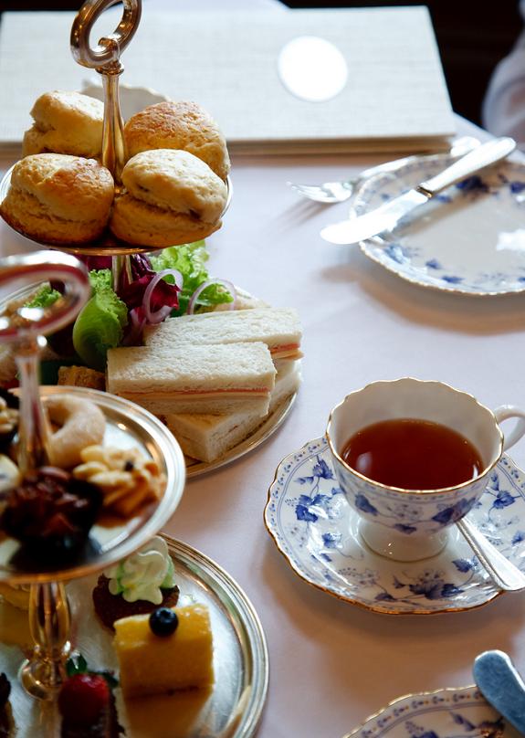 gezellig-dagje-vrouwen-high-tea
