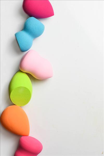 foundation-aanbrengen-spons-beautyblender-egaal